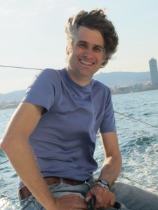 Image of BarcelonaSail Skipper Isgar Bos on his sailing boat.