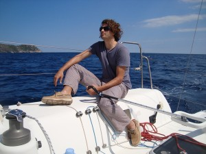 Skipper Isgar Bos sailing in Rosas