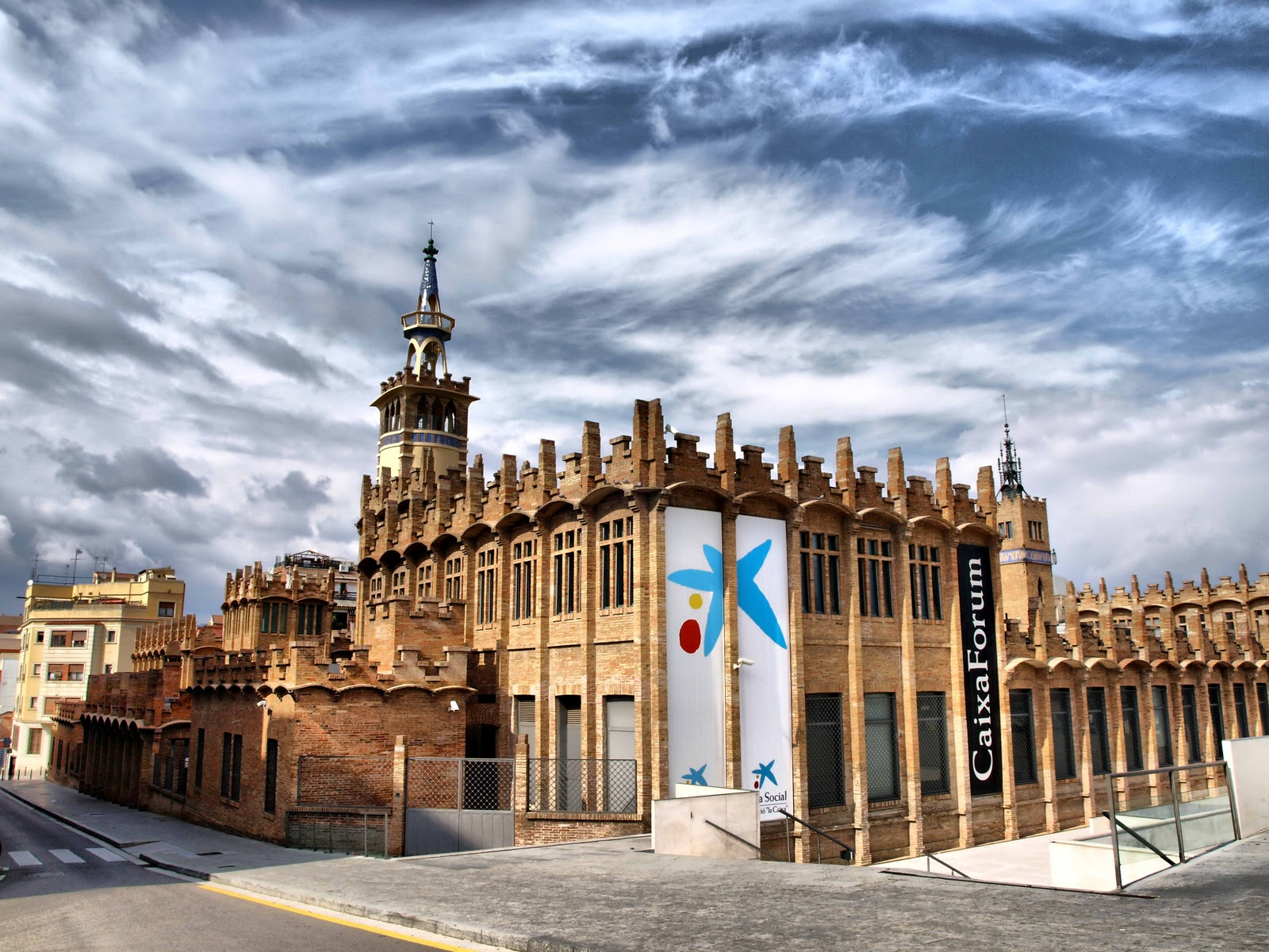 And Built By The Famous Catalan Architect Josep Puig I Cadafalch Called Casaramona Factory It Was Completed In 1911 Same Year Won
