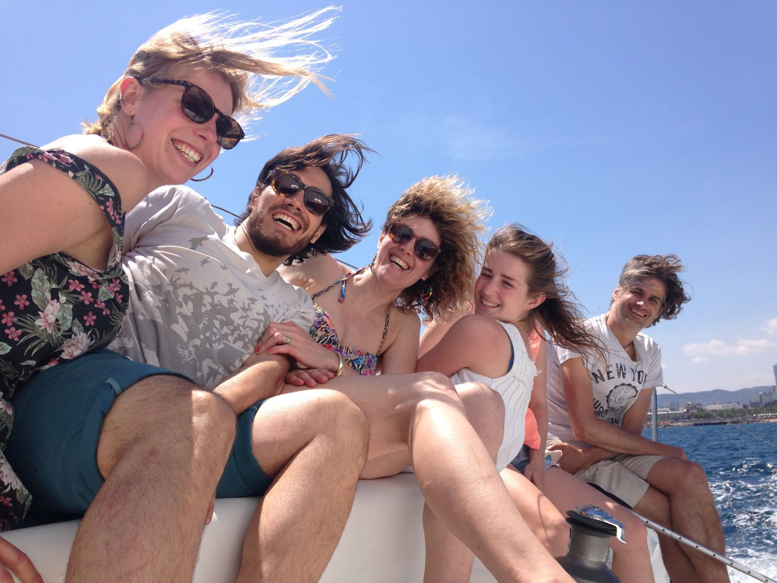 Sailing Trips with Fresh Healthy Food gives fun