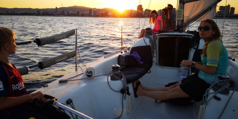 Family boat tours sailing back to Barcelona