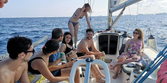 Group sailing tours in Barcelona