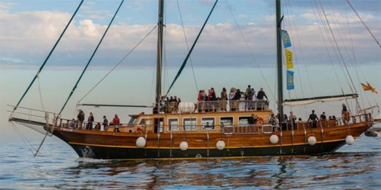 Corporate sailing events and group boat tours
