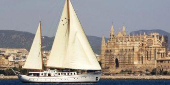 Barcelona Luxury Yacht Charter sailing